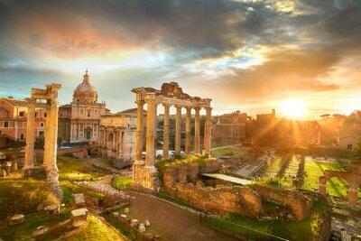 Fototapeta Forum Romanum. Ruiny Forum Romanum w Rzymie w czasie wschodu słońca.