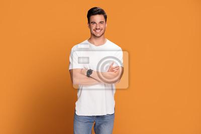 Fototapeta Fotografia przystojny uśmiechnięty mężczyzna.