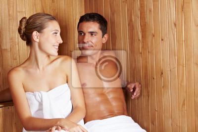 Frau und Mann w saunie