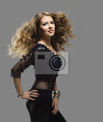 ceba41dc Fryzura portret kobiety, długie kręcone włosy latający fashion - Fototapety  - Redro