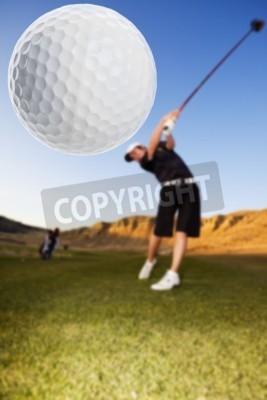 Fototapeta Golfista jazdy piłkę w dół naciskiem toru wodnego na piłkę