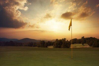 Fototapeta Góra wschód słońca na polu golfowym
