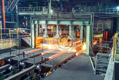 Fototapeta Gorąca stal na przenośniku w fabryce stali