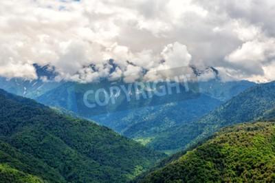 Fototapeta Górski krajobraz z dużymi chmurami