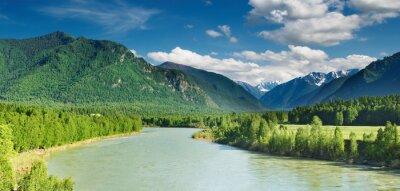 Fototapeta Górski krajobraz z rzeki i lasu