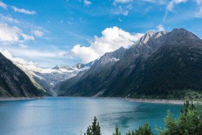 Fototapeta Górskie jezioro w Alpach z lodowcem w tle