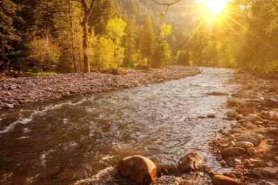 Fototapeta Górskie rzeki o zachodzie słońca