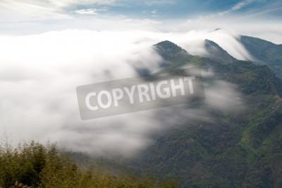 Fototapeta Góry, chmury i mgła rano
