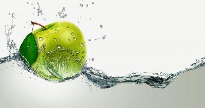 Fototapeta Green Apple pośród zalewaniem.