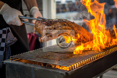 Fototapeta Grillowanie entrecote na grilla z ogniem