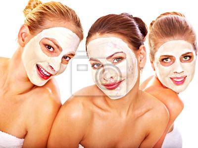 Grupa kobiet z twarzy maskę.