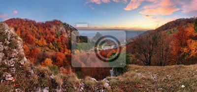 Fototapeta Halny jesień krajobraz z kolorowym lasem, Vrsatec, Sistani
