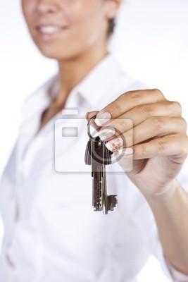 Hand gospodarstwa dwa klucze dom na klucz łańcucha
