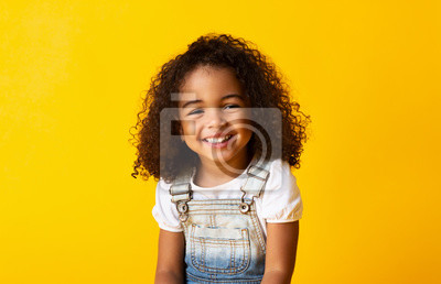 Fototapeta Happy smiling african-american child girl, yellow background