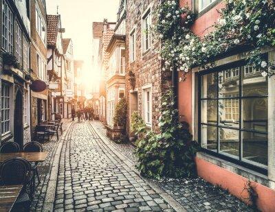 Fototapeta Historyczna ulica w Europie na zachód słońca z efektu retro vintage