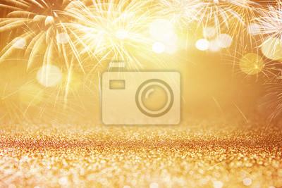 Fototapeta Holiday złote fajerwerki i bokeh w sylwestra wigilię i kopię miejsca. Abstrakcyjna tła uroczystości.