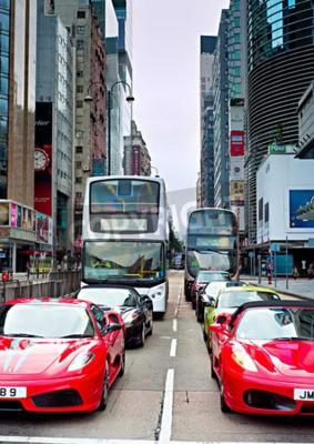 Fototapeta HONG KONG - 19 maja 2013: Luksusowe Ferarri samochody na Nathan Road. Nathan Road głównej arterii przez Kowloon i jest linia z sklepów i restauracji.