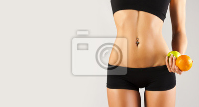 Idealne ciało młodej kobiety w studio