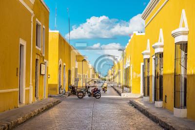 Fototapeta Izamal, żółte miasto kolonialne Yucatan w Meksyku