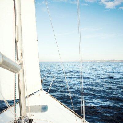 Fototapeta Jacht żaglowy w kierunku słońca