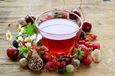 Fototapeta Jagoda herbata ze świeżych porzeczki, maliny i truskawki