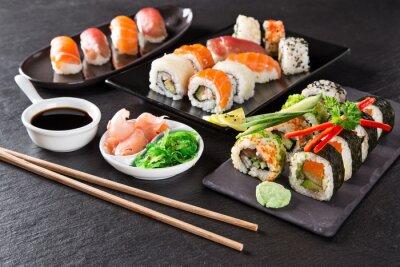 Fototapeta Japoński zestaw sushi z owocami morza