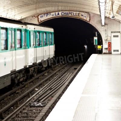 Fototapeta Jeden z najstarszych stacji metra w Europie - Paryż podziemia