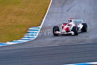 Fototapeta Jerez de la Frontera, Hiszpania - 04 grudnia: Jarno Trulli z Toyoty F1 ma krzywą podczas treningu na 04 grudnia 2004 w Jerez de la Frontera, Hiszpania