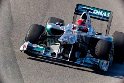 Fototapeta Jerez de la Frontera, Hiszpania - 11 lutego: Michael Schumacher z Mercedes wyścigach F1 na sesji szkoleniowej w dniu 11 lutego 2011 roku, w Jerez de la Frontera, Hiszpania
