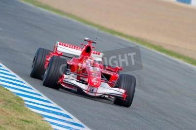 Fototapeta Jerez de la Frontera, Hiszpania - 11 października: Michael Schumacher Scuderia Ferrari F1 wyścigów na sesji szkoleniowej w dniu 11 października 2006 roku w Jerez de la Frontera, Hiszpania