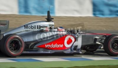 Fototapeta Jerez (Hiszpania) - 11 lutego: Jenson Button testuje swój nowy McLaren MP4-28 F1 wóz na pierwszym teście na torze Jerez, Andalucia Hiszpania 2013.