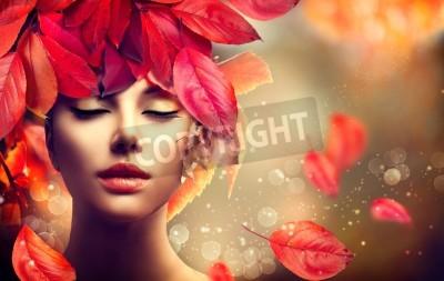 Fototapeta Jesień Kobieta. Spadek. Dziewczyna z kolorowych liści jesienią fryzurę