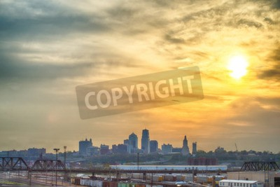 Fototapeta Kansas City skyline o wschodzie słońca