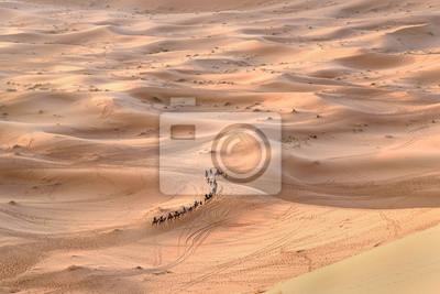 Karawana wielbłądów w Erg Chebbi wydmy w pobliżu Merzouga, Maroko
