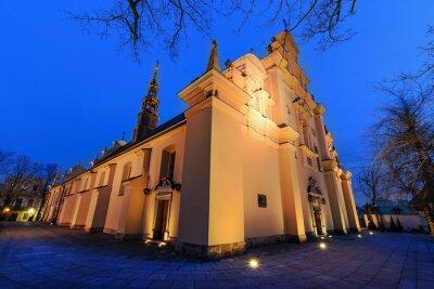 Fototapeta Katedra w Kielcach, w godzinach wieczornych.