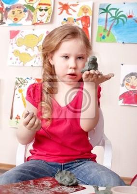 Kid gry z gliny.
