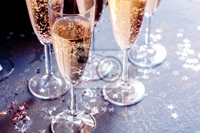 Fototapeta Kieliszki szampana na stole