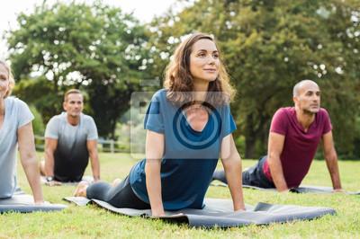 Fototapeta Klasa robi joga