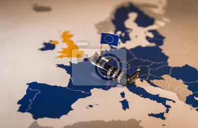 Fototapeta Kłódka na mapie UE, metafora GDPR