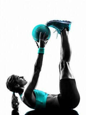 Fototapeta Kobieta fitness ćwiczenia z piłką lekarską sylwetkę