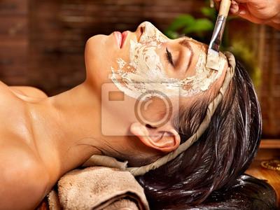 Kobieta o maskę na Ayurveda Spa.