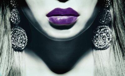 Fototapeta kobieta z fioletowymi ustami