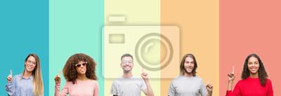Fototapeta Kolaż grupa młodzi ludzie nad kolorowego rocznika odosobnionym tłem pokazuje up i wskazuje z palcem liczba jeden podczas gdy ono uśmiecha się ufny i szczęśliwy.