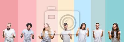 Fototapeta Kolaż różnych etnics młodych ludzi noszących biały t-shirt na kolorowe pojedyncze tło bardzo szczęśliwy i podekscytowany robi zwycięzca gest z podniesionymi rękami, uśmiechając się i krzycząc o sukces