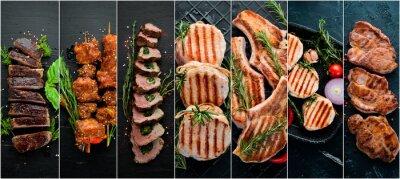 Fototapeta Kolaż. Stek i mięso na czarnym tle. Widok z góry.