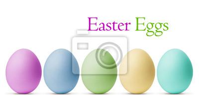Kolorowe jaja wielkanocne na białym tle z wycinek