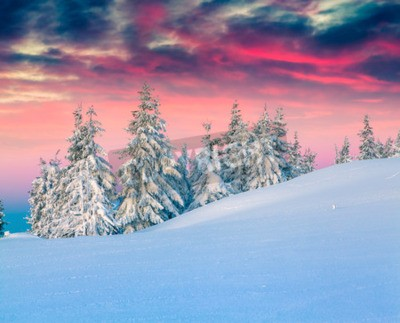 Fototapeta Kolorowe zimowe sceny w snowy gór.