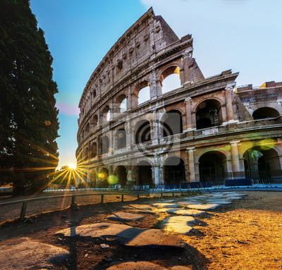 Fototapeta Koloseum w Rzymie w czasie Sunrise - Koloseum to jedna z głównych atrakcji turystycznych - Główny symbol Rzymu