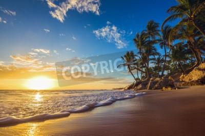 Fototapeta Krajobraz Raju tropikalnej plaży wyspy, wschód słońca strzału