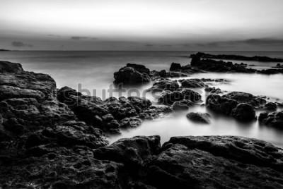 Fototapeta Krajobrazowa fotografia zmierzchu czas przy morzem